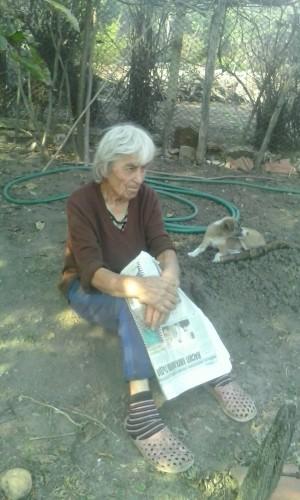 Възрастна жена мизерства с дъщеря и внучка със 161 лв.
