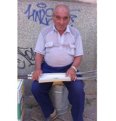 Неизвестен благодетел плати очна операция на възрастен мъж без доходи