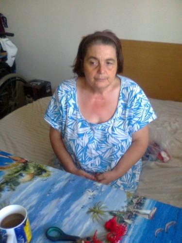 Възрастна жена се нуждае от рехабилитация за борба с дископатията