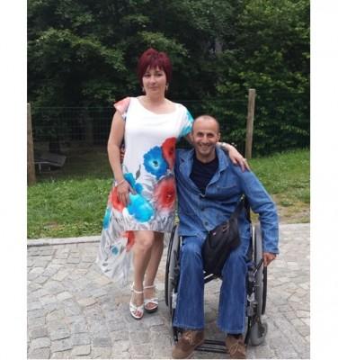 Мъж с парализа се нуждае от медицински медикаменти