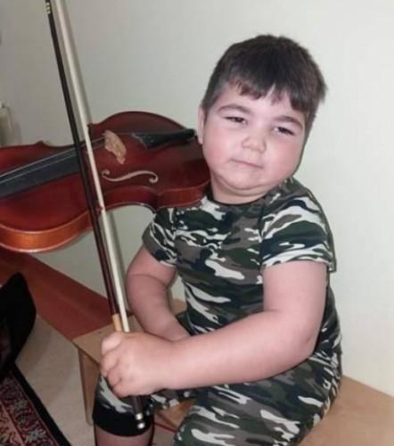 5-годишно момче с ДЦП се нуждае от средства за лечение