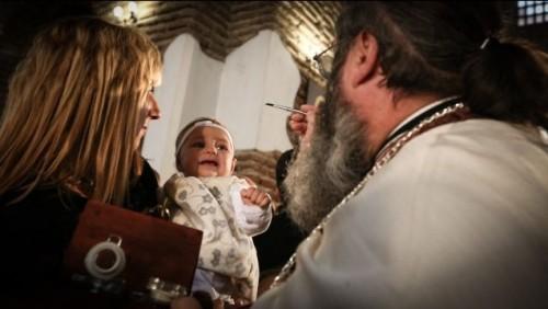 Кръстиха над 1000 деца в 10 български града