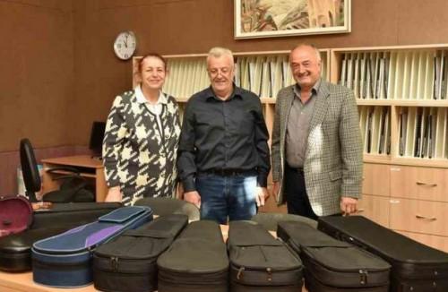 Германци дариха цигулки на музикално училище у нас