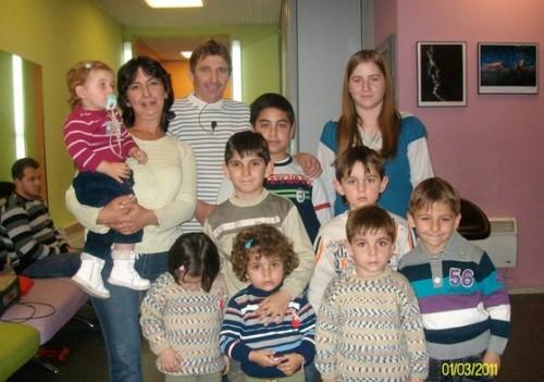 Българско семейство с 13 деца се нуждае от дърва за зимата