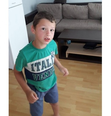 Момче с ДЦП се нуждае от средства за лечение със стволови клетки