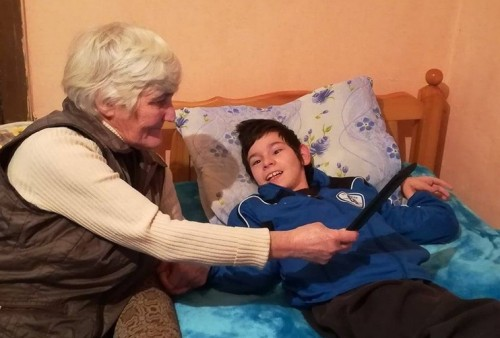 Пенсионерка и внука й инвалид очакват Коледа с надежда за здраве и по-лек живот