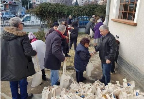 Граждански клуб Липа направи дарение за нуждаещи се