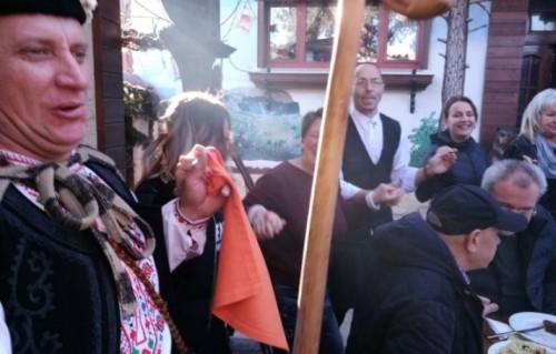 Старобългарската Коледа събра 1 300 лева за болни