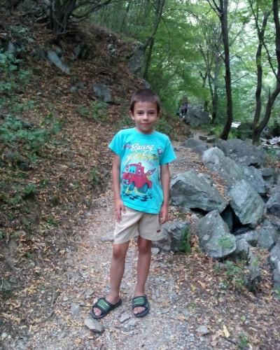 Момче на 8 се нуждае от помощ за изследвания в чужбина