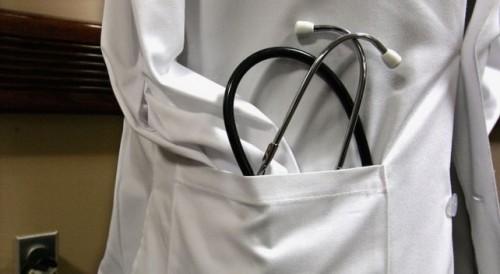 Ученици и учители от троянско училище дариха 2500 лева на местната болница