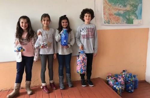 Ученици помагат на Детското отделение в Троян