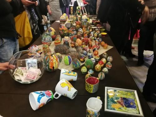 Великденски базар помага на деца в Перник