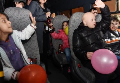 Дариха микробус на младежи със специални нужди във Варна