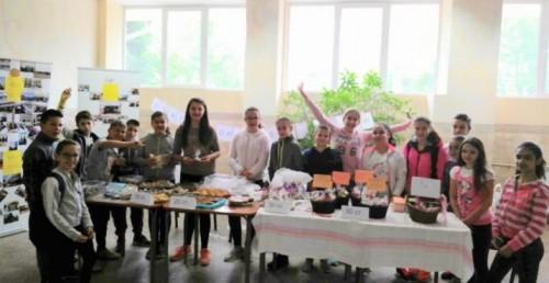 Деца от СУ Георги Измирлиев организираха благотворителен базар