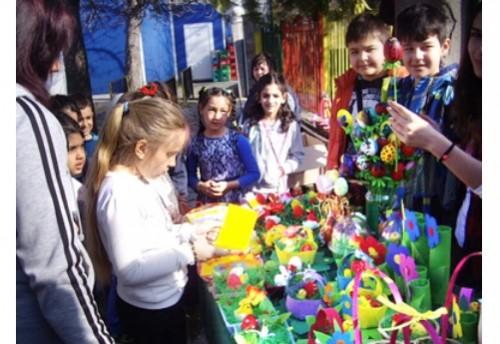 422 лв. на две деца в неравностойно социално положение дариха димитровградски ученици