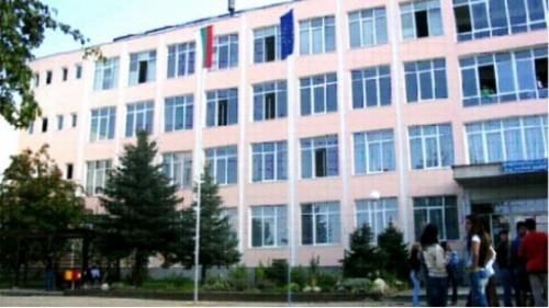 Бивш възпитаник на гимназия в Кюстендил дари на училището си 40 000 лв.