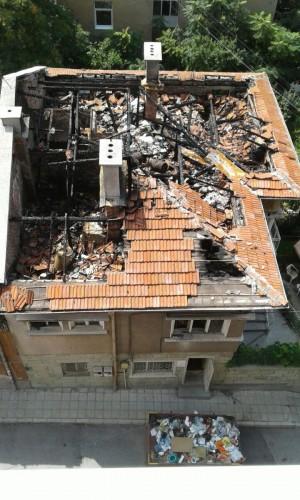 Изгоря къщата на дядо Тодор, изграждана 3 поколения