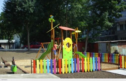 Деца от Швейцария оборудваха детска площадка за връстниците си в Червен бряг