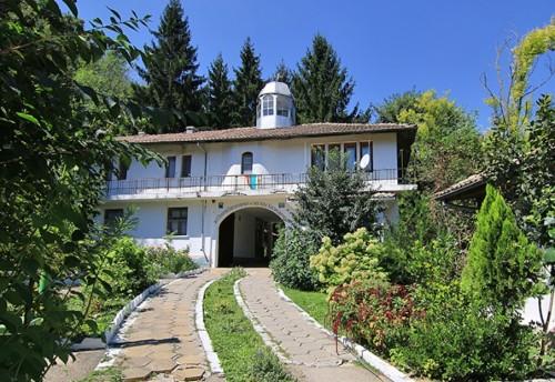 Свищовският манастир Покров Богородичен търси помощници за благоустройство на светата обител