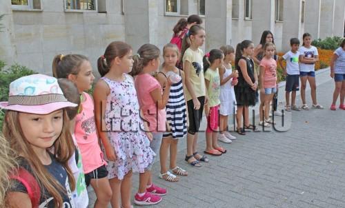 """Наградиха 31 активни деца и доброволки от """"Лято в библиотеката"""""""