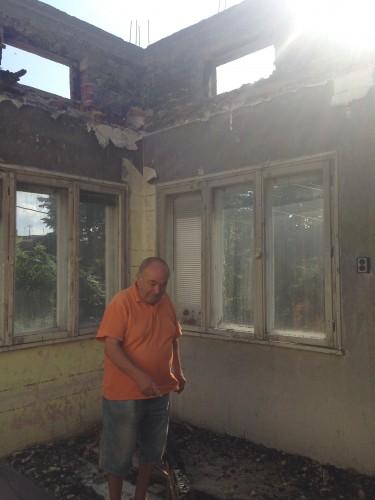 Да помогнем на дядо Тодор да възстанови покрива на къщата си