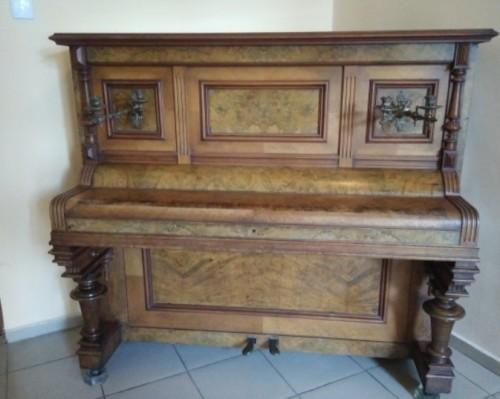 Бургазлии дариха семейно немско пиано на Държавна опера- Бургас