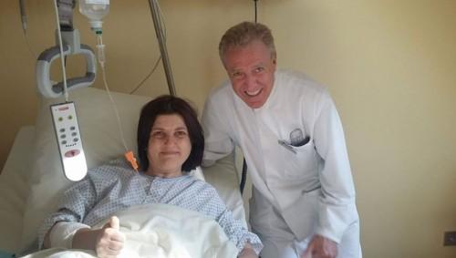 Млада жена събира средства за операции на краката си