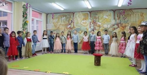 """Подкрепа за лечението на Стефи от децата на ДГ """"Първи юни"""" в Кюстендил"""