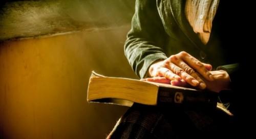 Дариха на дома за възрастни хора в Пловдив 2000 книги