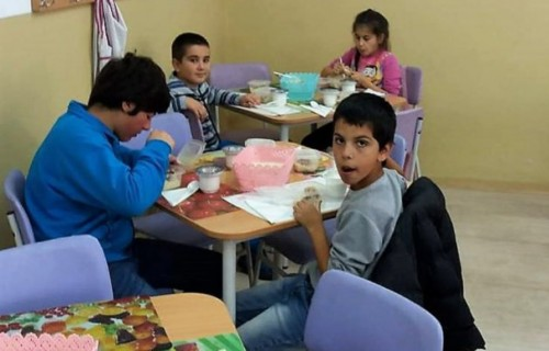"""Топъл обяд за 33 деца от училище """"Петър Берон"""""""