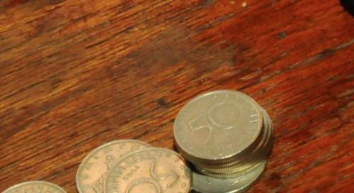 """За 12-та поредна година в Ловеч започна акцията """"Жълти стотинки - деца помагат на деца"""""""