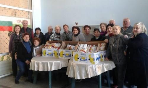 Възрастни хора от Бургас дариха храна и пари на деца с увреждания