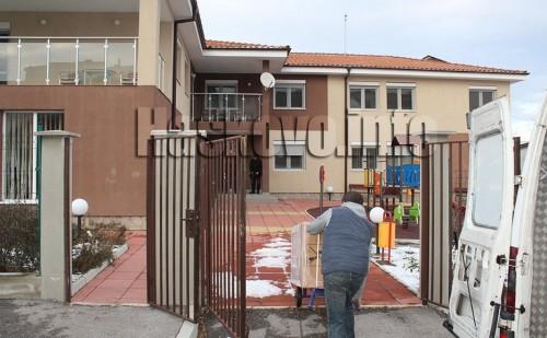 """Ученици от """"Христо Смирненски"""" дариха 3 перални на социални центрове в Хасково"""