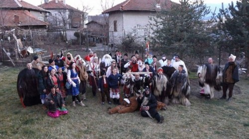 Кукери дариха 2000 лв. за лечението на 4-г. Лия