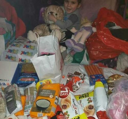 Добри хора дариха дрехи, храни и играчки на малката Деси и майка й Стоянка от Стражица