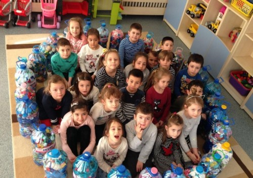"""200 кг капачки за благотворителност събраха в детска """"Пролет"""" - Стара Загора"""