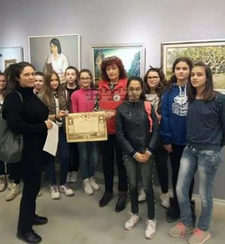 Ученици от исперихско училище дариха средства за деца в нужда