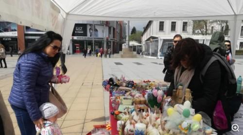 Бургаските майки събраха над 3 700 лева от Великденския благотворителен базар