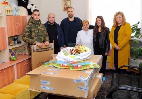 Ученици дариха оборудване за 3528 лв. на Дом за деца!