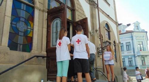 """Габровци дариха 1700 лв. за кампанията """"С усмивка на училище"""""""