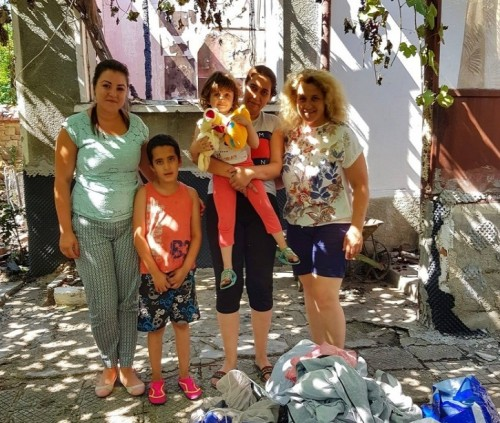 Късо съединение подпали къща в Славянци, семейство остана без покрив