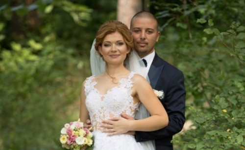 Младоженци отказаха букети, дариха парите за най-малките