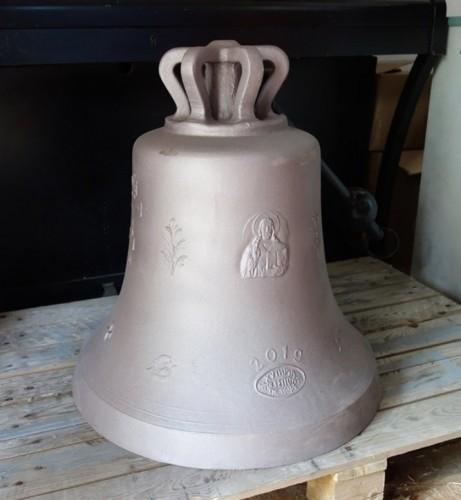 Анонимна дарителка подари камбана за новостроящ се храм в Несебър