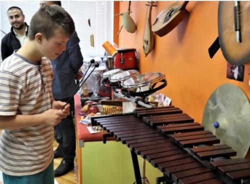 Дариха музикални инструменти на незрящи ученици