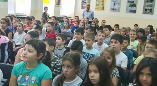 Ученици дариха 2110 лв. за нуждите на АГ отделението в горнооряховската болница