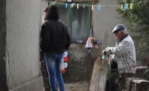 Да помогнем с детски дрехи на семейството в Кардам