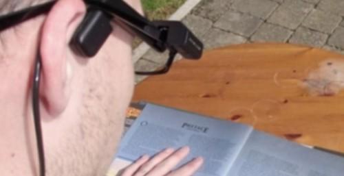Студент от Добрич прави учебник по английски за незрящи деца