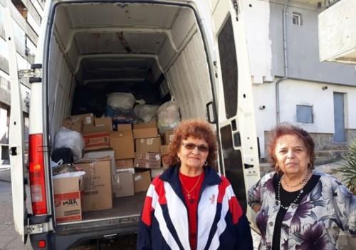 Пълен бус с дарения за децата на отец Иван от Нови хан изпратиха свищовските пенсионери
