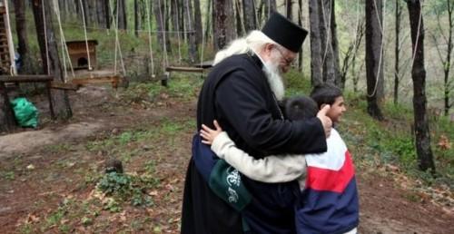 Кампания събира дрехи и храни за приюта на отец Иван в Якимово