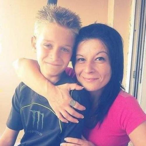 Блъсната от автомобил майка на две деца се нуждае от помощ